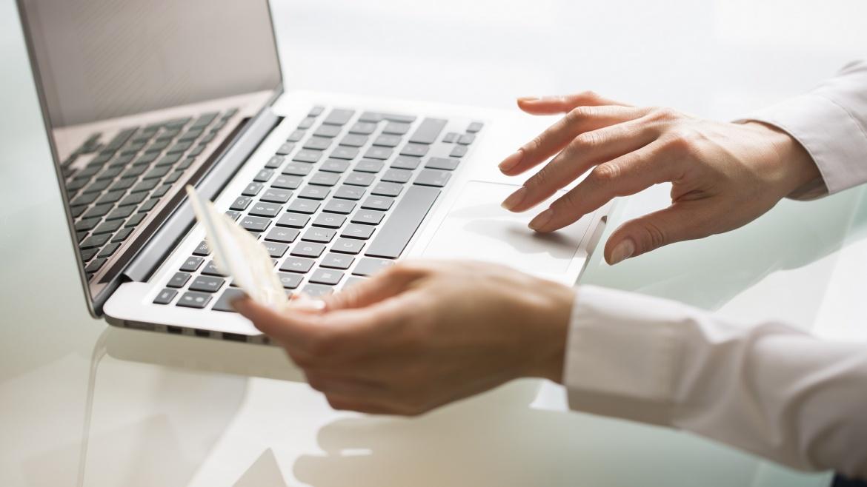 Acquisto Informazioni Commerciali con E-Commerce